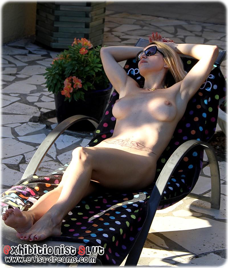 Hotwife nue chez notre ami