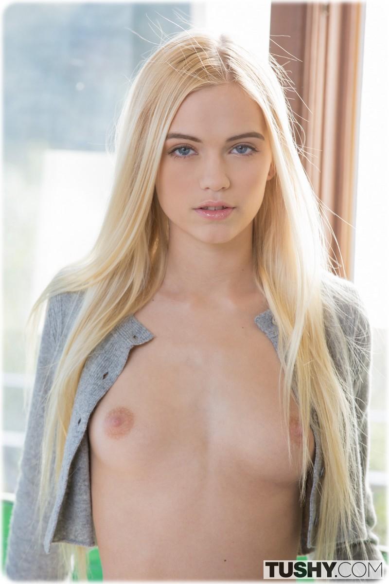 Alex Grey magnifique jeune blonde