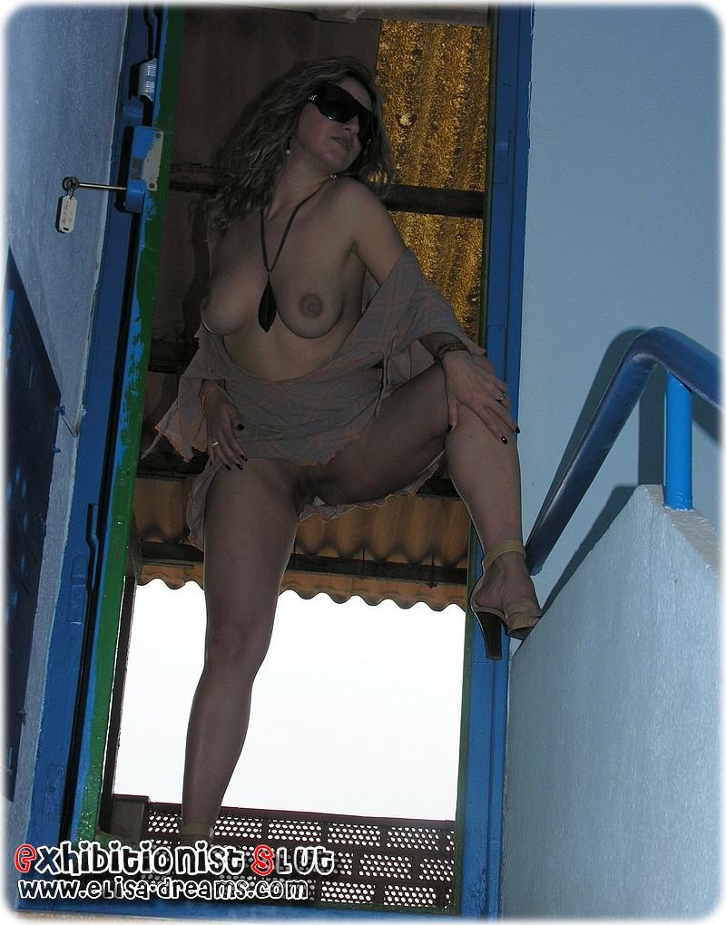 Ma Hotwife s'exhibant chez un fan en Espagne