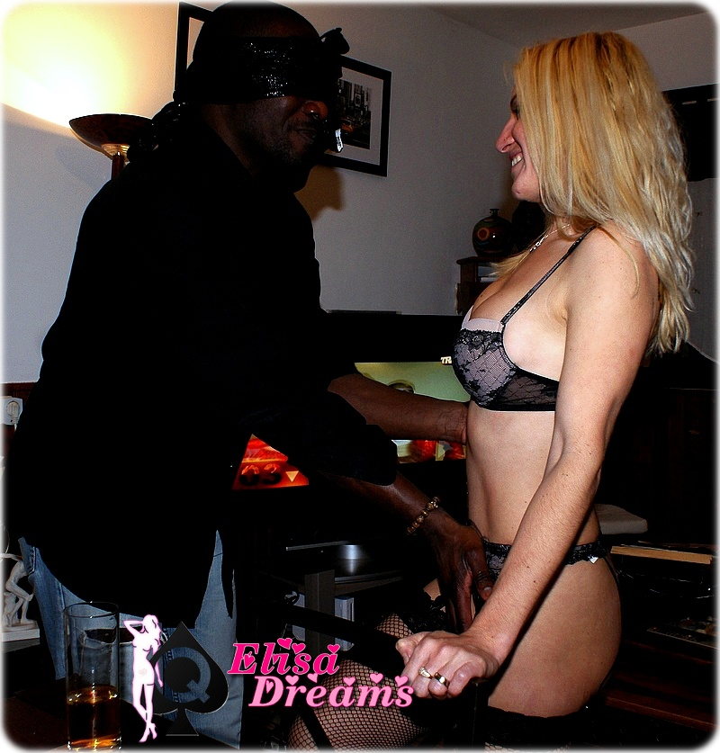 Hotwife caressait par amant black