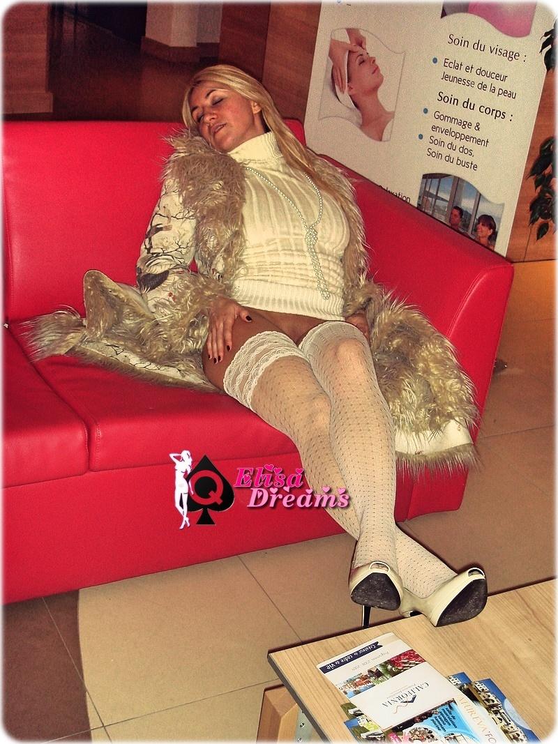 Sexy Sans culotte sur le sofa